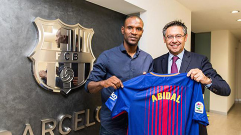 """Abidal có thể bị Barca sa thải ngay hôm nay sau khi """"chọc giận"""" Messi"""