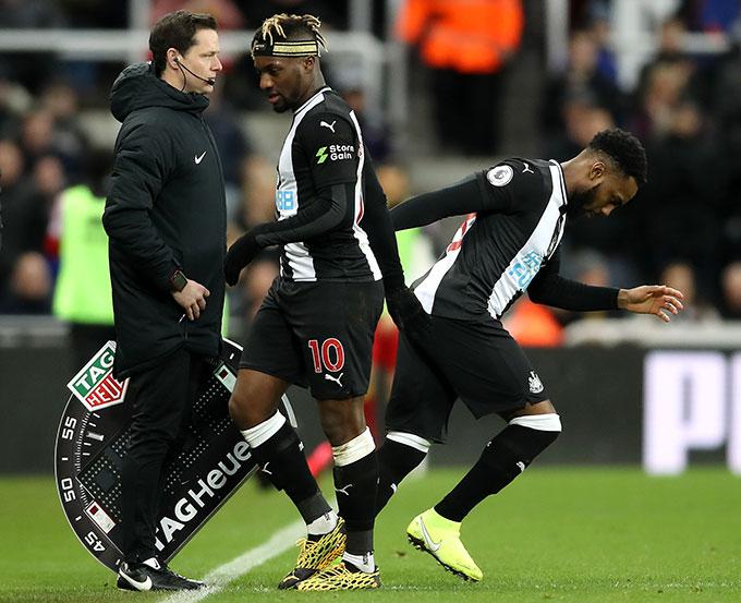 Dany Rose ra sân trong màu áo Newcastle