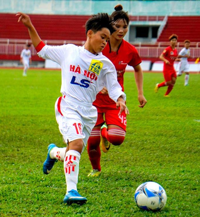 Vạn Sự được lên đội 1 của CLB Hà Nội từ khi mới 16 tuổi