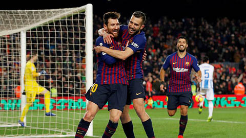 Alba ví scandal Messi-Abidal như việc ném phân lẫn nhau