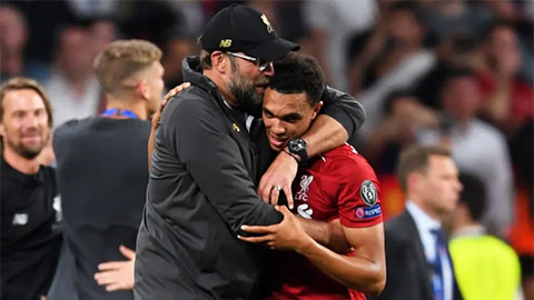 HLV Klopp có 'thần chú' khiến Liverpool thăng hoa