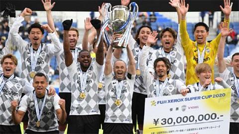 Iniesta có danh hiệu thứ 2 tại Nhật Bản sau loạt luân lưu điên rồ