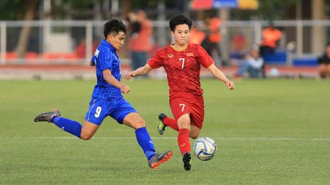 ĐT nữ Việt Nam (phải) sẽ có cơ hội tổng duyệt đội hình cho vòng play-off Ảnh: ĐỨC CƯỜNG