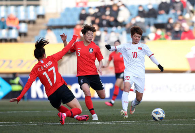 ĐT Hàn Quốc không ghi được nhiều bàn trong hiệp 1 trước lối đá khó chịu của Việt Nam