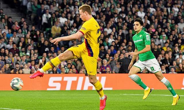 De Jong ghi bàn gỡ hòa 1-1 cho Barca