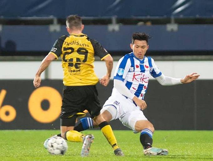 Văn Hậu thể hiện tốt ở vai trò trung vệ trong màu áo Jong Heerenveen