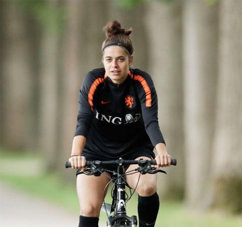 Middag chỉ dám ra yêu sách được tặng… 1 chiếc xe đạp với West Ham