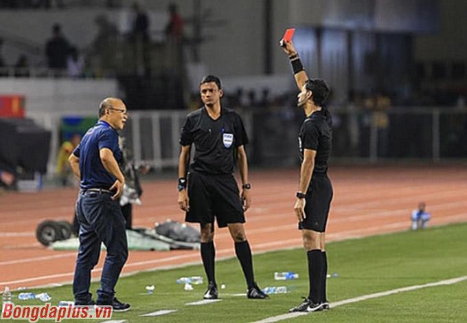 Việt Nam bị ảnh hưởng thế nào ở vòng loại World Cup khi thầy Park bị treo giò 4 trận?