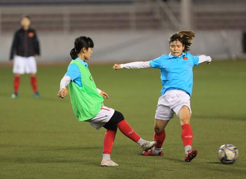 Thầy trò HLV Mai Đức Chung đang chạy đua với thời gian để chuẩn bị cho những trận đấu quyết địnhẢnh: Đức Cường