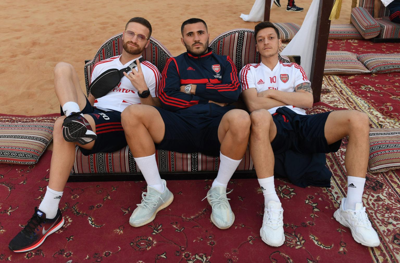 Nhưng dù ngồi chơi xơi nước hay được thi đấu Oezil vẫn là biểu tượng lớn của Arsenal hiện tại