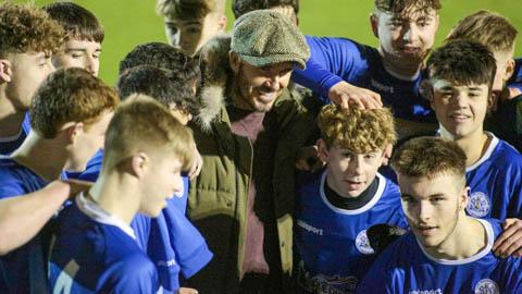 Beckham xuất hiện làm náo nhiệt trận đấu trường trung học của con trai