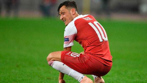 Làm sao để Arsenal 'tống khứ' Mesut Oezil?