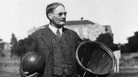 James Naismith, người được ghi nhận là cha đẻ của môn bóng rổ
