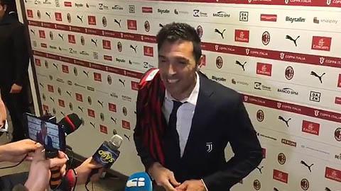 Được con trai Maldini tặng áo, Buffon hào hứng khoe bộ sưu tập độc đáo