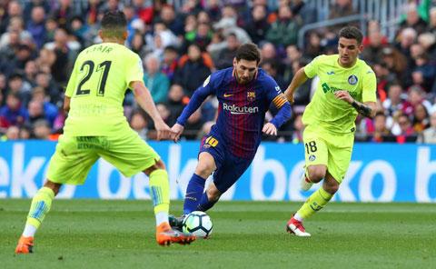 Cái duyên của Messi (giữa) sẽ giúp Barca đánh bại Getafe đêm nay