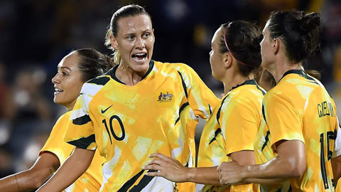 Van Egmond (số 10) từng nhiều lần cùng ĐT nữ Australia đụng độ ĐT nữ Việt Nam