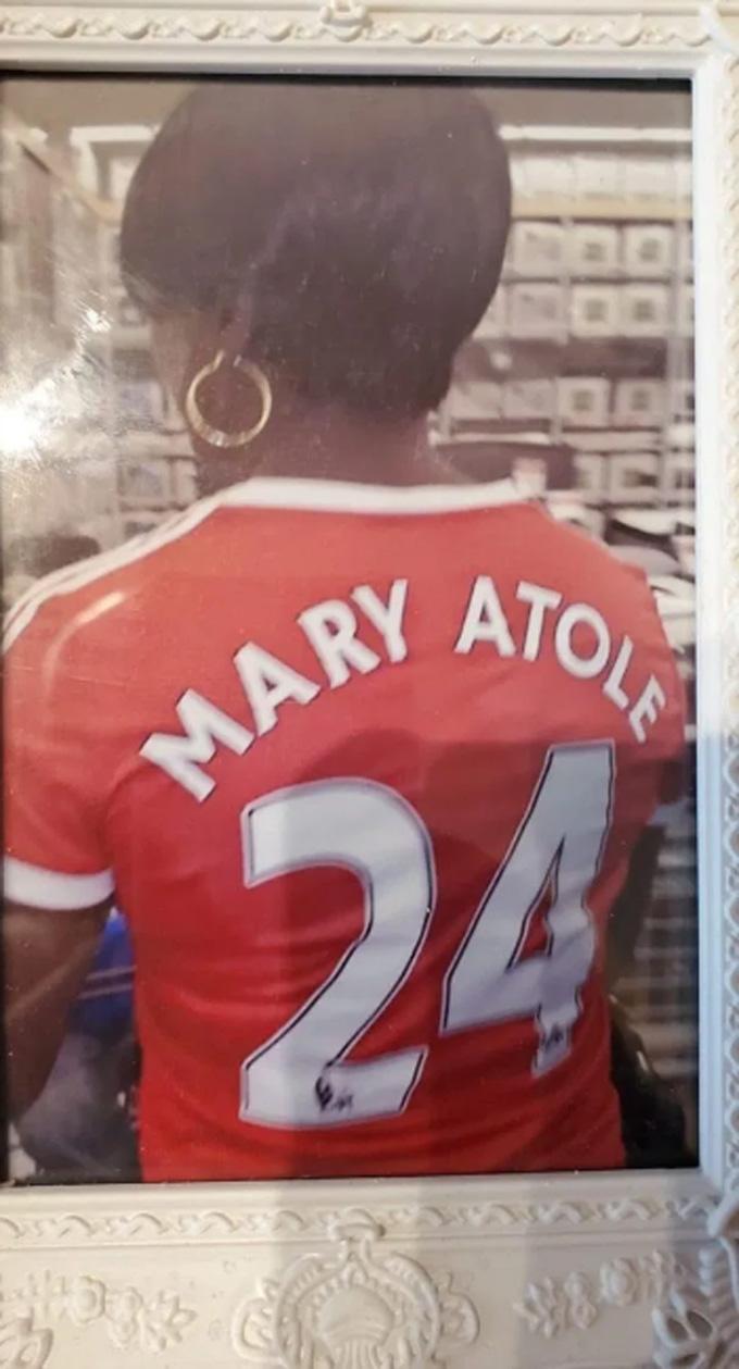 Mary là một fan cuồng nhiệt của Man United