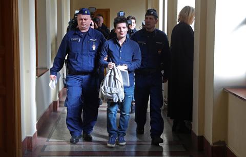 Pinto hiện đang bị giam giữ tại Bồ Đào Nha