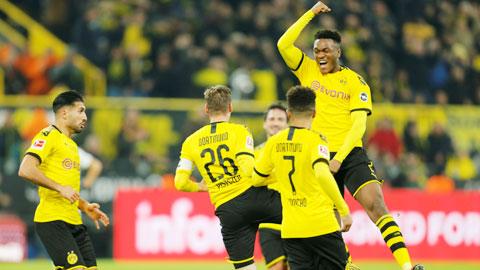 Dortmund gửi lời thách thức PSG bằng màn hủy diệt Frankfurt