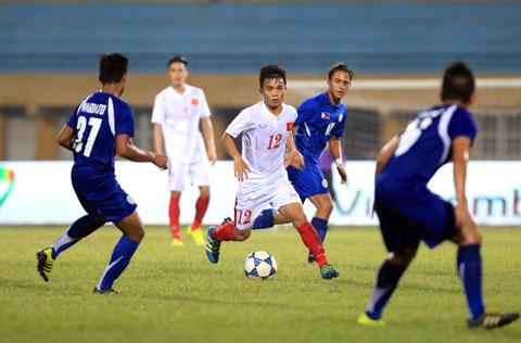 Hoàng Nam (giữa) từng thi đấu rất hay trong màu áo U20 Việt Nam  Ảnh: ĐỨC CƯỜNG
