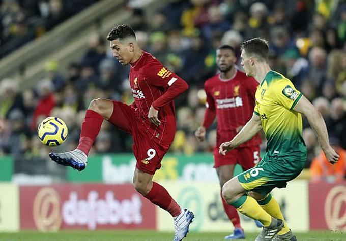 Hàng thủ Norwich chia cắt rất tốt các tuyến của Liverpool trong hiệp 1