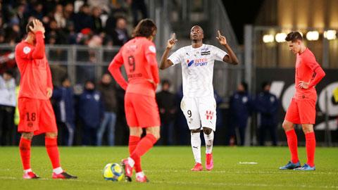 """PSG thủng lưới 4 bàn tại Amiens: """"Toang"""" rồi, Tuchel ạ!"""
