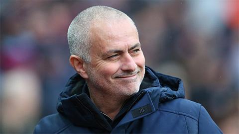Mourinho châm biếm Alderweireld đã lập hat-trick trong thắng lợi nghẹt thở của Tottenham