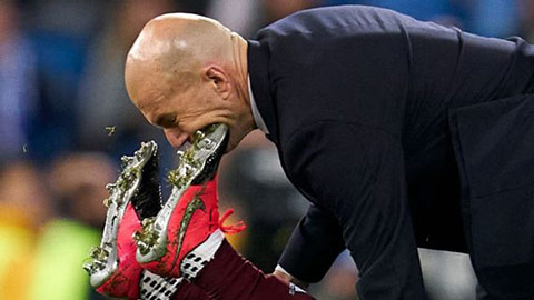 Zidane may mắn thoát chấn thương sau cú đạp vào mặt