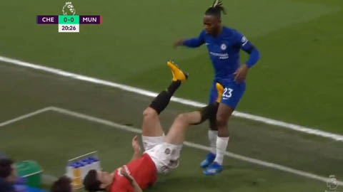 Maguire xứng đáng bị thẻ đỏ trước khi ghi bàn cho M.U