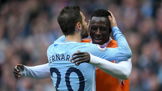 Man City có để cho Bernardo hay Mendy ra đi dễ dàng?