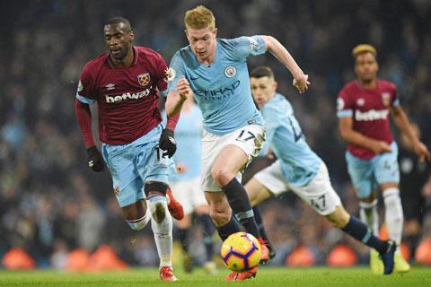De Bruyne (áo sáng) cùng đồng đội sẽ không khó khăn để vùi dập West Ham