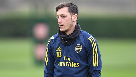 Oezil không cùng Arsenal đấu Olympiacos vì lý do đặc biệt vui