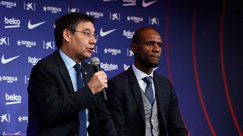 Sau vụ lùm xùm quanh GĐTT Abidal (phải), chủ tịch Bartomeu lại bị nghi nói xấu các thành viên Barca