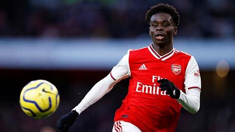 Arsenal: Saka đang làm tốt công việc của đàn anh Oezil
