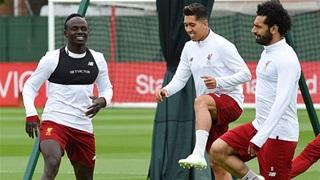 Tam tấu M-F-S của Liverpool tập 'như trâu' trên sân tập