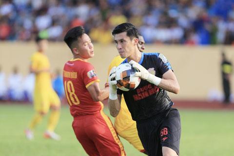 DNH Nam Định vẫn chưa tìm được người thay thế thủ môn Đinh Xuân Việt hiện đã 37 tuổi Ảnh: ĐỨC CƯỜNG