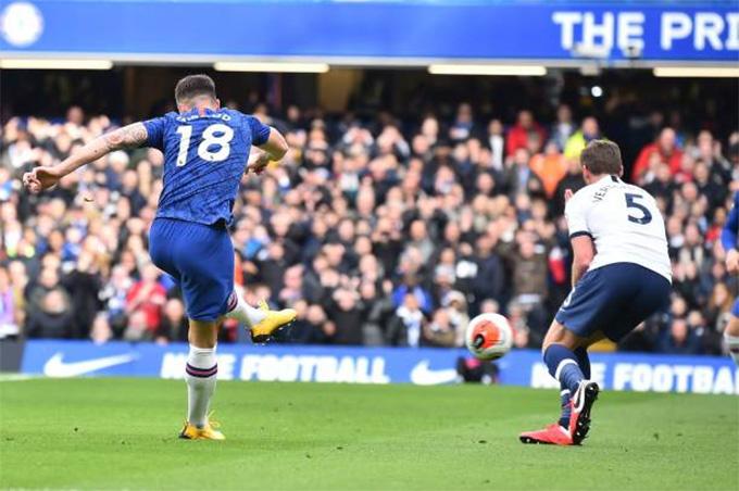 Giroud ghi bàn mở tỷ số