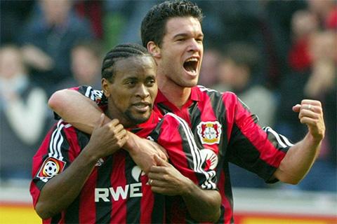 Ballack và Ze Roberto là những tiền vệ hàng đầu ở Bundesliga