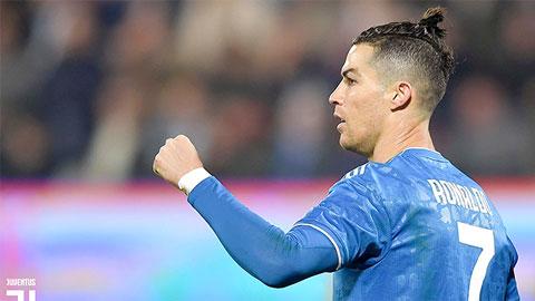 Ronaldo càng ghi bàn, Sarri càng bị chỉ trích