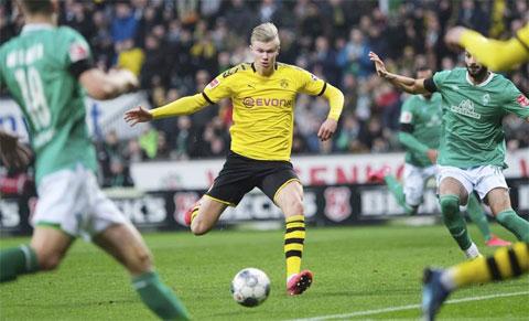 Dortmund bay trên đôi cánh của Haaland
