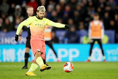 Aguero là người mới nhất của Man City đá hỏng penalty