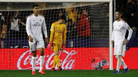 Real nhận 8 bàn thua trong 4 trận: Bệ phóng lung lay