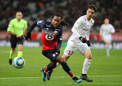 Sanches (trái) góp 1 bàn thắng giúp Lille vùi dập Toulouse 3-0 vào rạng sáng qua