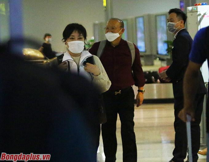 HLV Park Hang Seo và vợ đủ điều kiện sức khoẻ để nhập cảnh vào Việt Nam - Ảnh: Trí Công