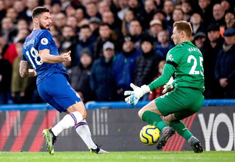 Giroud in dấu giày vào 14 bàn thắng trong 14 lần đá chính gần đây cho Chelsea