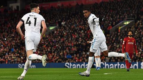 West Ham ghi bàn gỡ hòa 1-1 ở pha dứt điểm đầu tiên trong hiệp 1