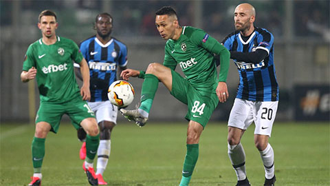 Serie A đồng loạt thi đấu ở sân không khán giả vì virus corona