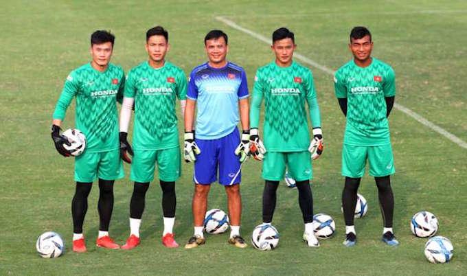 HLV thủ môn Trần Minh Quang và các học trò ở đội U23 Việt Nam