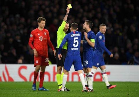 Chelsea thua sấp mặt ngay trên sân nhà