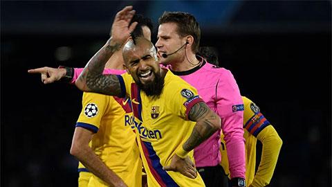 Barca mất hai mắt xích chủ chốt ở cuộc tái đấu Napoli